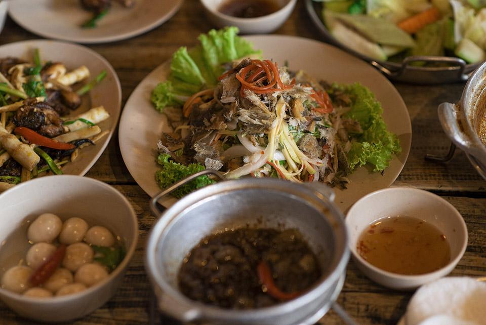 ベトナム料理を一人で食べるのは普通